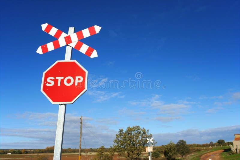 Signe de ciel et d'arrêt photographie stock