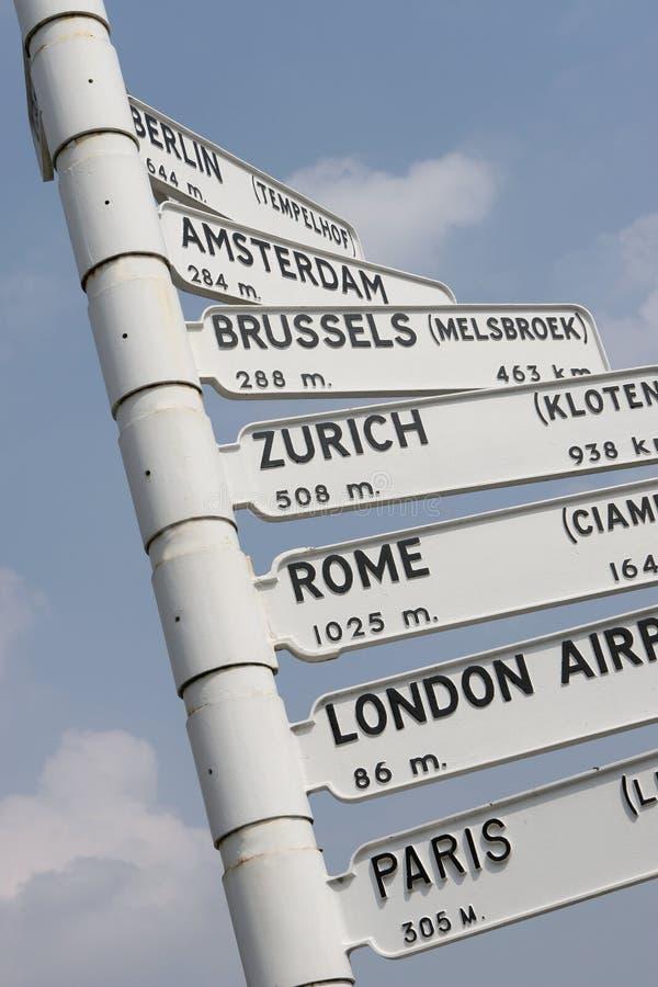 Signe de course de vol de ville de l'Europe images stock