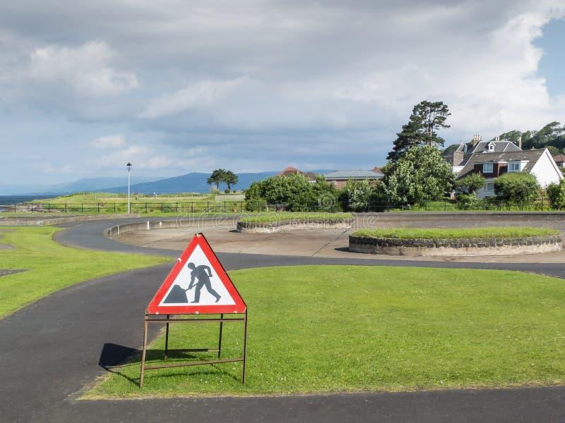 Signe de courses sur route et x27 ; Hommes chez Work& x27 ; en parc image libre de droits