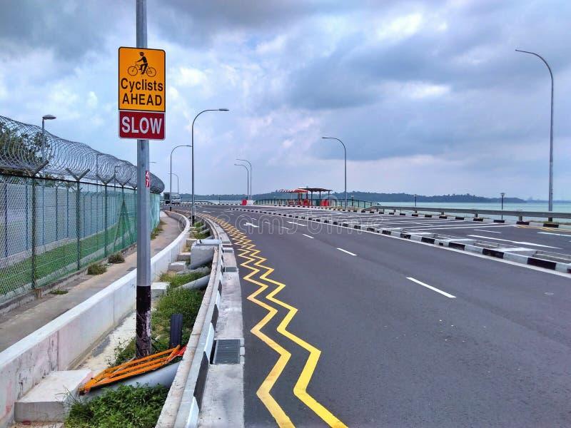Signe de cyclistes en avant photo libre de droits