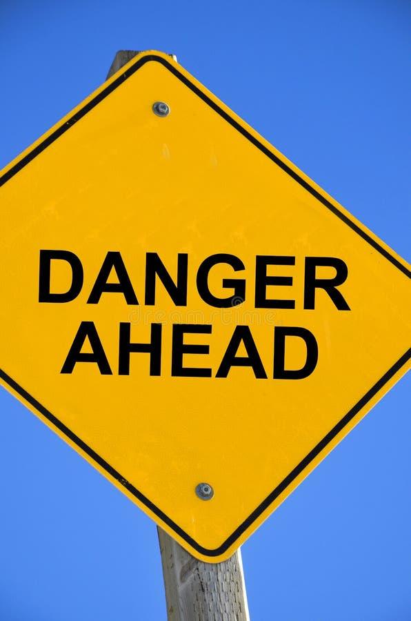 Signe de danger en avant image stock
