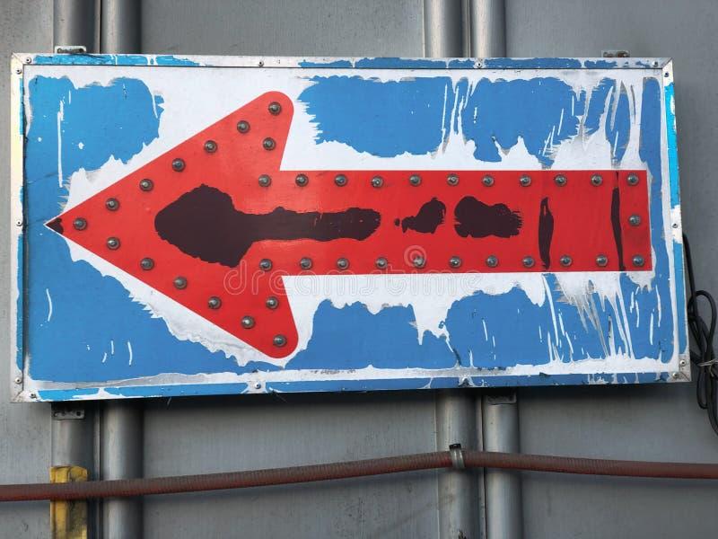 Signe de flèche de construction photos stock
