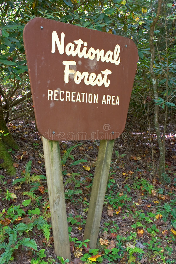 Signe de forêt nationale photos stock