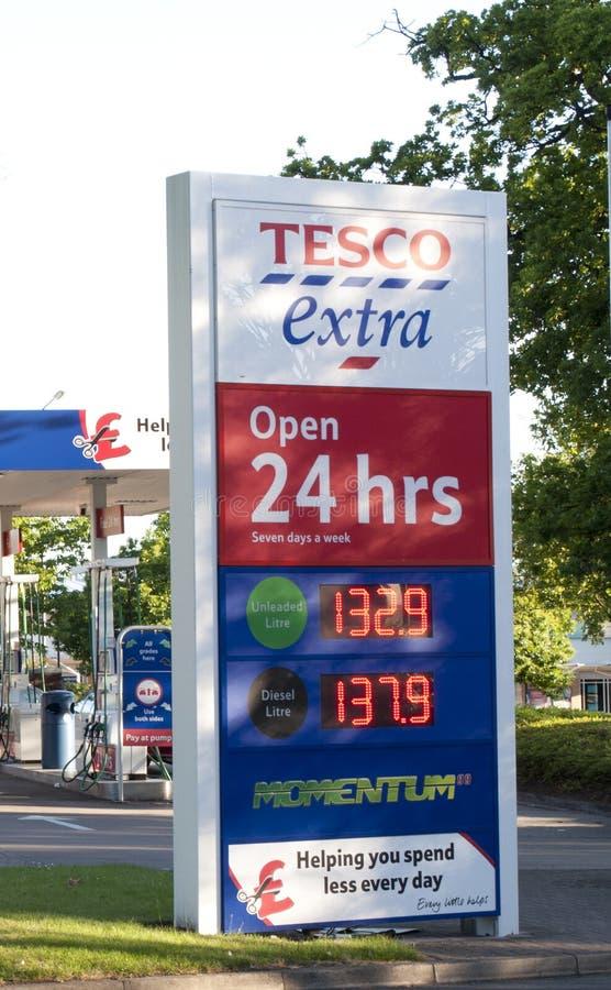 Signe de l'essence de Tesco photo libre de droits