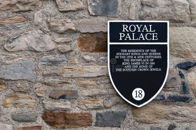 Signe de l'information de Royal Palace sur un mur en pierre de bâtiment à l'intérieur de château d'Edimbourg, Ecosse, R-U image stock