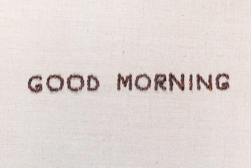 Signe de lettre bonjour des grains de café au centre de la toile de linea photos stock