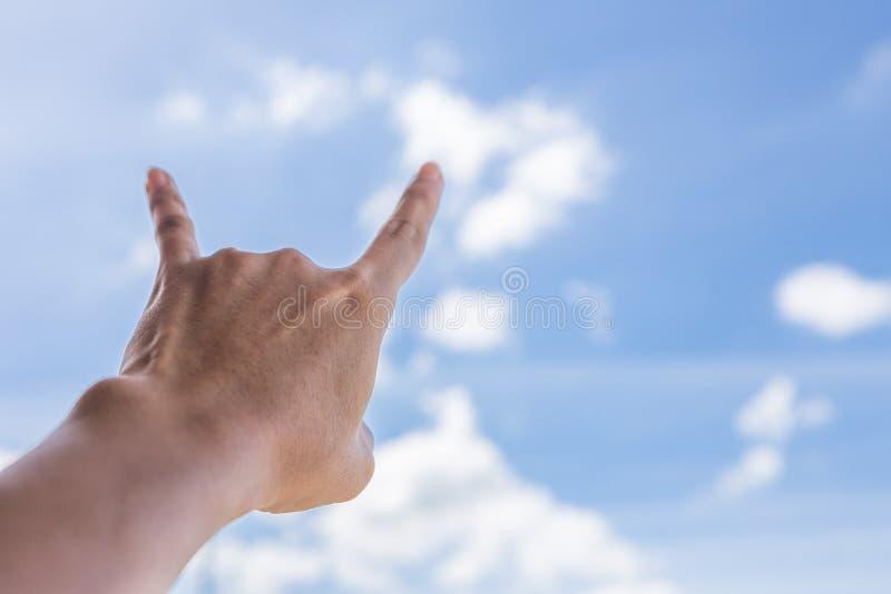 Signe de main de klaxon de diable photo libre de droits