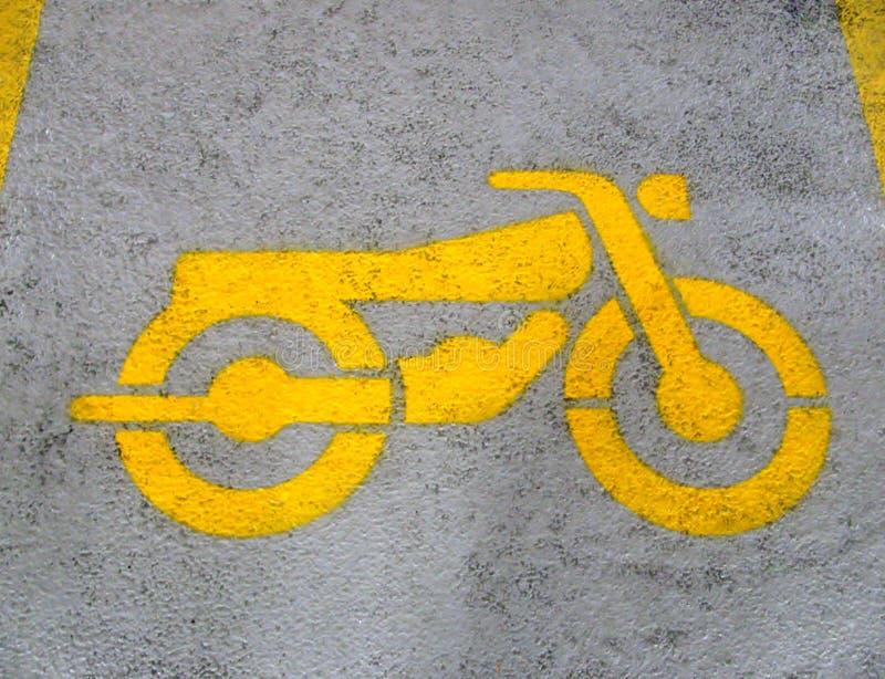 Signe de moto peint par jaune photo libre de droits