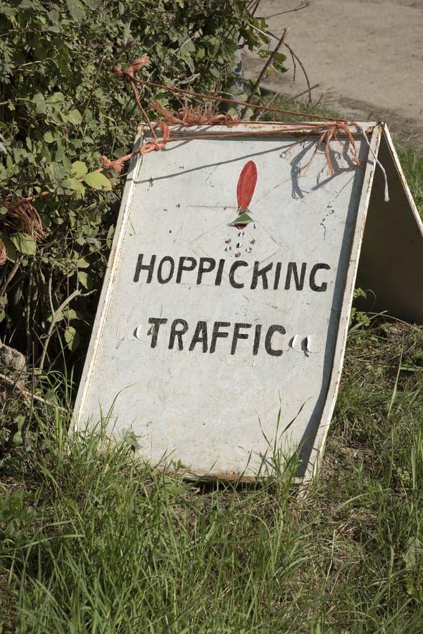 Signe de plantation de houblon à la saison R-U de récolte photo libre de droits