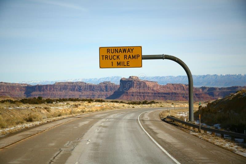 Signe de rampe de camion d'emballement photo stock