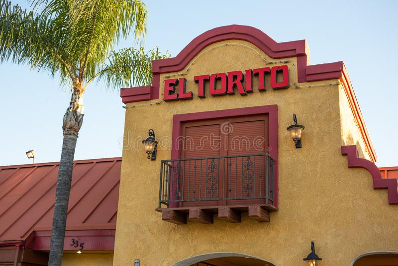 Signe de restaurant pour l'EL Torito photos stock