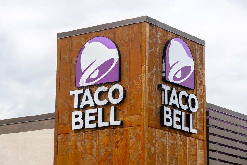 Signe de restaurant de Taco Bell image stock