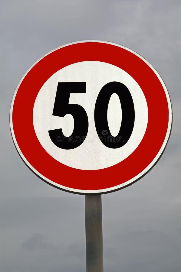 Signe de route Apaisement du trafic Vitesse maximum 50 kilomètres image stock