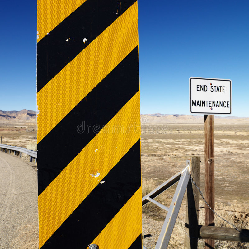 Signe de route d'attention. photo stock