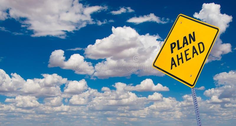 Signe de route de plan en avant photo stock