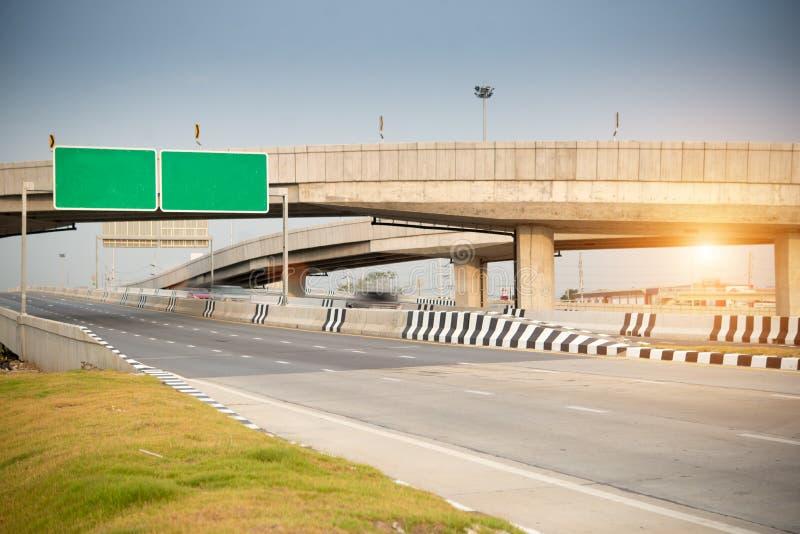 Signe de route vert blanc images libres de droits