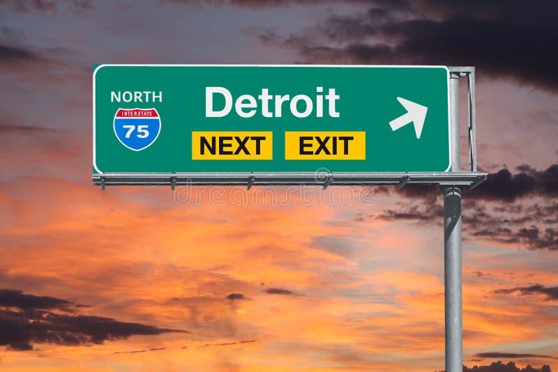 Signe de sortie d'autoroute de l'itinéraire 75 de Detroit prochain avec le ciel de coucher du soleil photographie stock
