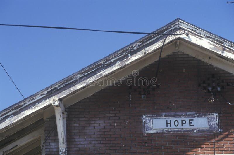 Signe de station de train pour la ville de l'espoir dans le comté de Hempstead, Arkansas photographie stock