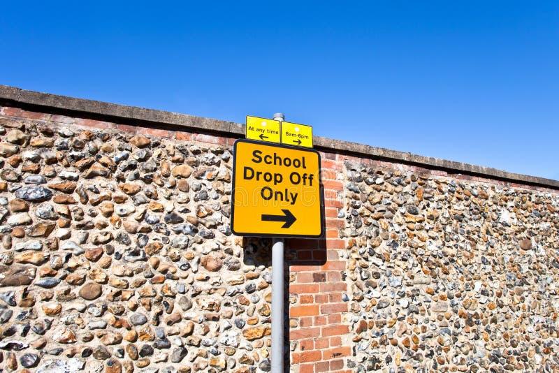 Signe de stationnement d'école images stock