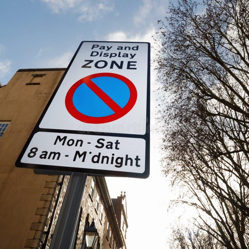 Signe de stationnement de zone de salaire et d'affichage photographie stock