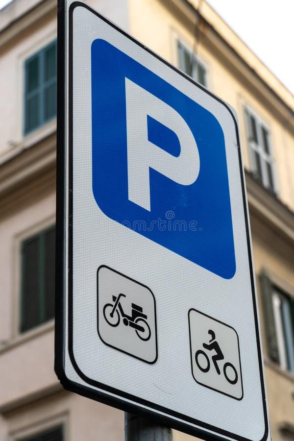 Signe de stationnement de moto et de vélo images libres de droits