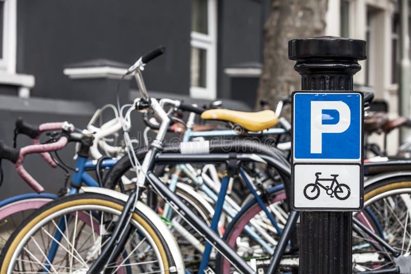 Signe de stationnement de vélo image stock
