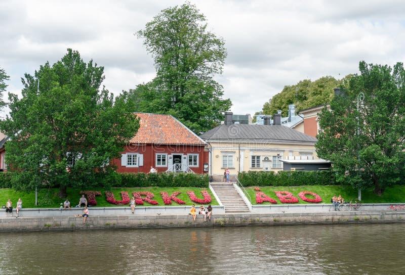 Signe de Turku écrit par des fleurs photo libre de droits