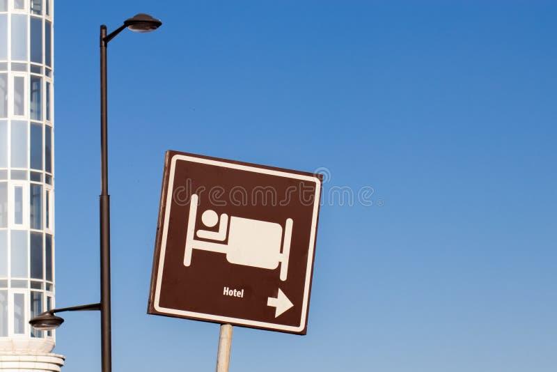 Signe de ville, où vous pouvez détendre, passer la nuit et manger photographie stock libre de droits