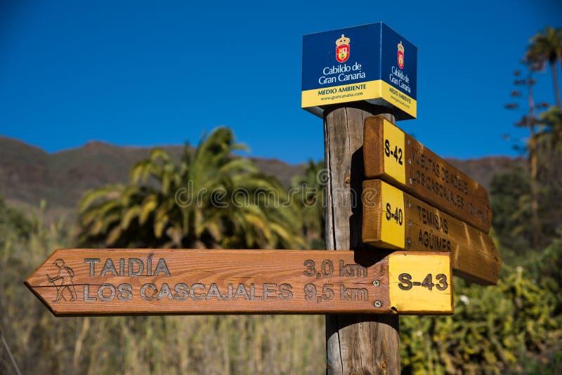 Signe della traccia di escursione nel villaggio di Santa Lucia immagine stock libera da diritti