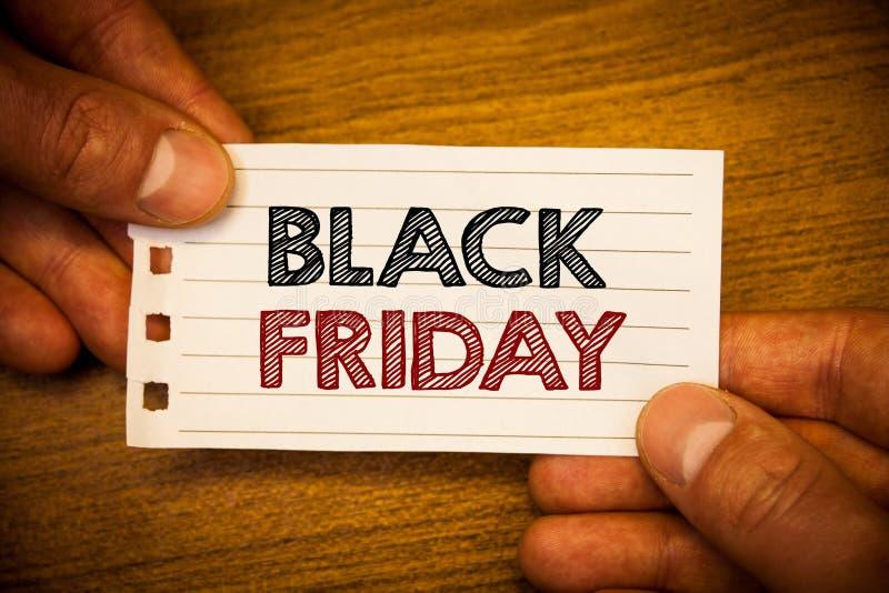 Signe des textes montrant Black Friday Les ventes spéciales de photos conceptuelles après des achats de thanksgiving escompte le  photos libres de droits