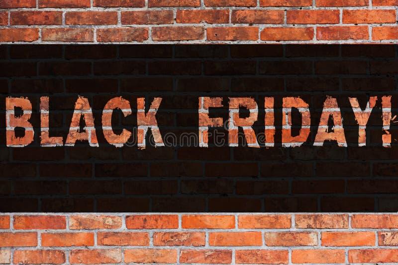 Signe des textes montrant Black Friday Ventes spéciales de photo conceptuelle après brique de dégagement de remises d'achats de t photographie stock libre de droits