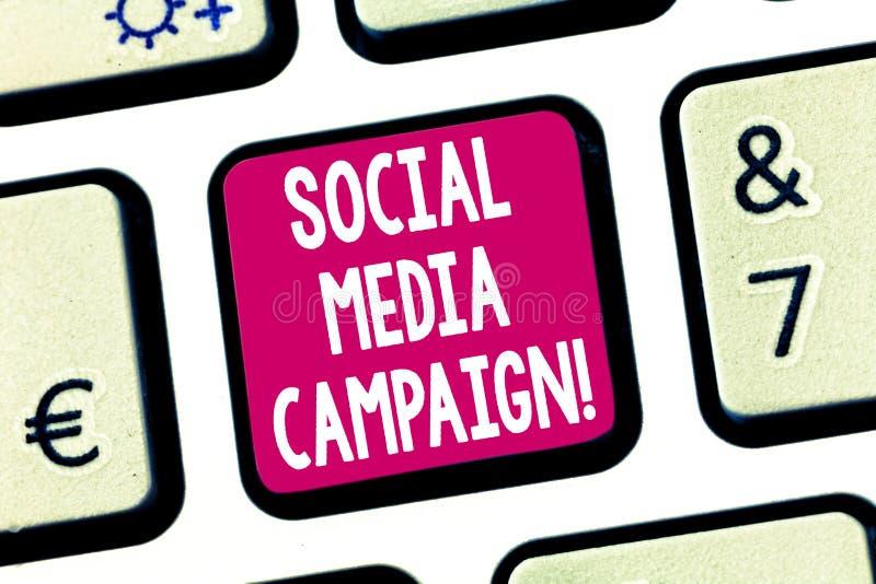 Signe des textes montrant la campagne sociale de médias Utilisation conceptuelle de photo des réseaux sociaux de favoriser les ma images libres de droits