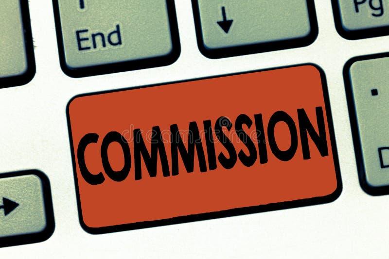 Signe des textes montrant la Commission Rôle conceptuel de comanalysisd d'instruction de photo donné à une législation de démonst photo libre de droits
