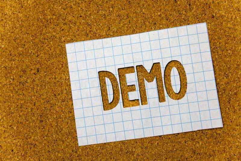Signe des textes montrant la démo Prévision d'essai de Beta Version Free Test Sample de photo conceptuelle de quelque chose noteb image libre de droits