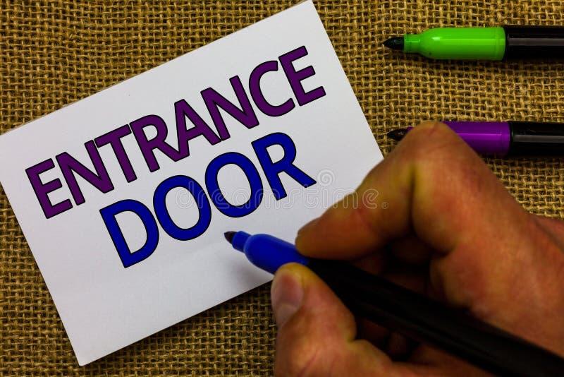 Signe des textes montrant la porte d'entrée Manière conceptuelle de photo dans la main portaile d'homme de passage entrant d'entr photos stock