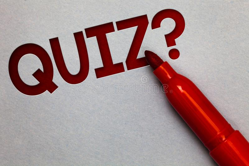 Signe des textes montrant la question de jeu-concours Le short conceptuel de photo examine l'examen d'évaluation pour mesurer vot image libre de droits