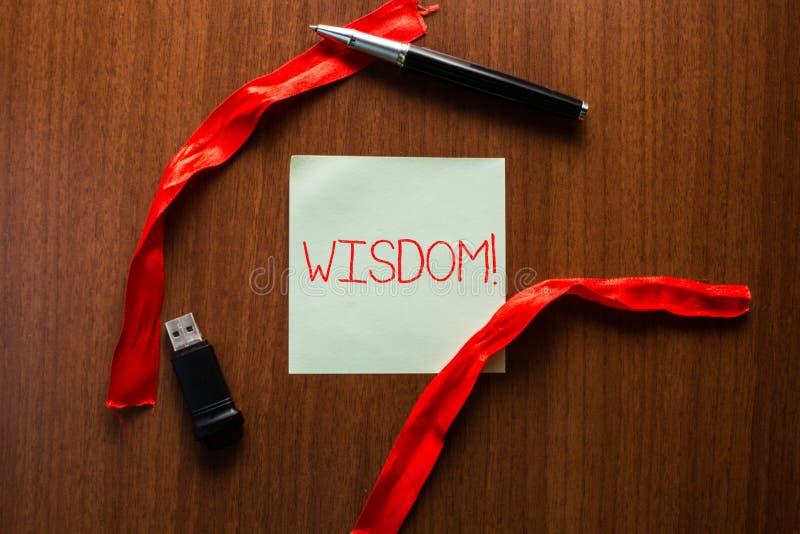 Signe des textes montrant la sagesse Qualité conceptuelle de photo ayant la connaissance d'expérience et le bon jugement quelque  images libres de droits