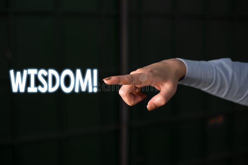 Signe des textes montrant la sagesse Qualité conceptuelle de photo ayant la connaissance d'expérience et le bon jugement quelque  photo libre de droits
