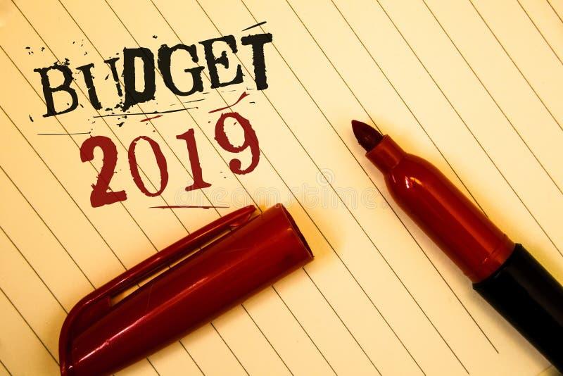 Signe des textes montrant le budget 2019 Évaluation conceptuelle de nouvelle année de photos des revenus et des messages financie photos stock