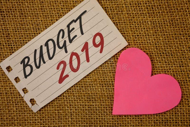 Signe des textes montrant le budget 2019 L'évaluation conceptuelle de nouvelle année de photos des revenus et les dépenses PlanNo photos stock