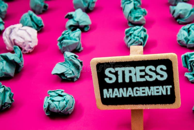 Signe des textes montrant le contrôle du stress Tableau noir conceptuel de soins de santé de positivité de relaxation de thérapie images stock