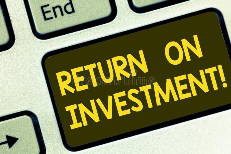 Signe des textes montrant le retour sur l'investissement Évaluation conceptuelle de mesure de Perforanalysisce de photo d'une eff image libre de droits