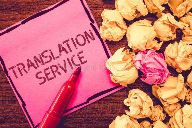 Signe des textes montrant le service de traduction Photo conceptuelle la langue cible équivalente de la langue maternelle images stock