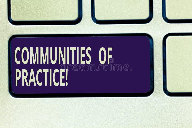 Signe des textes montrant les Communautés de la pratique Groupe conceptuel de photo de l'apparence qui partagent un clavier de mé photos stock