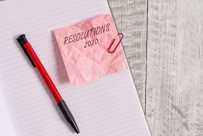 Signe des textes montrant les résolutions 2020 La liste de photo de choses conceptuelle souhaite être entièrement faite en papier photos libres de droits