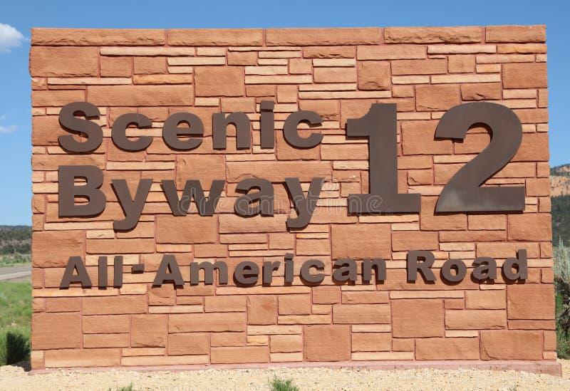 Signe du chemin détourné scénique 12 en canyon rouge l'utah photos libres de droits