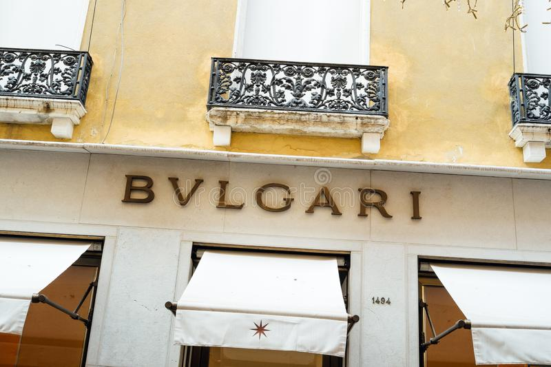 Signe du magasin de Bulgari à Venise images stock