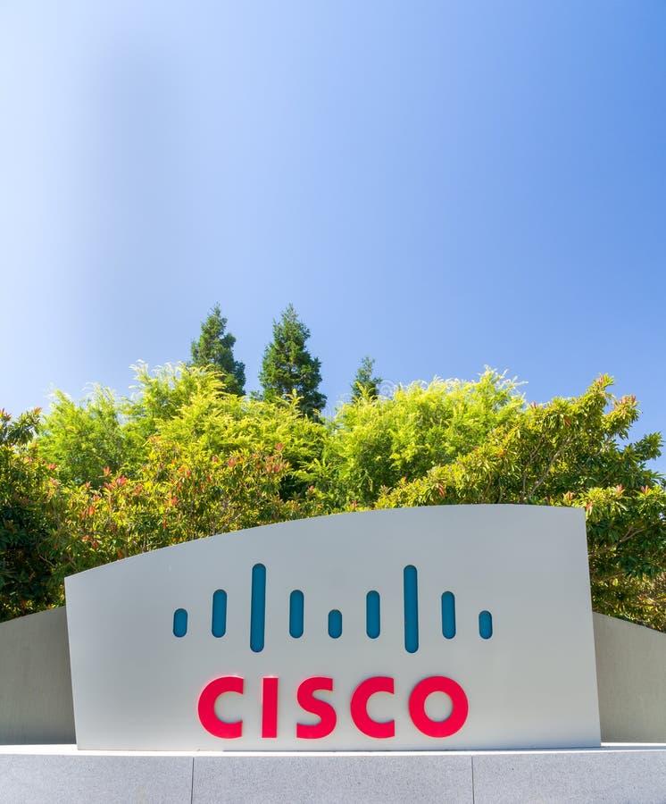 Signe et logo d'entreprise de sièges sociaux de Cisco Systems photographie stock
