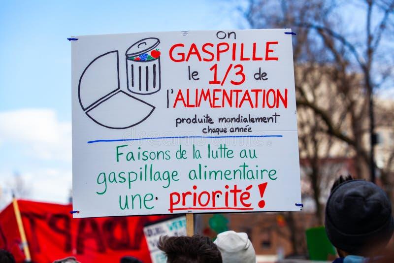 Signe français pendant le rassemblement de changement climatique photos libres de droits