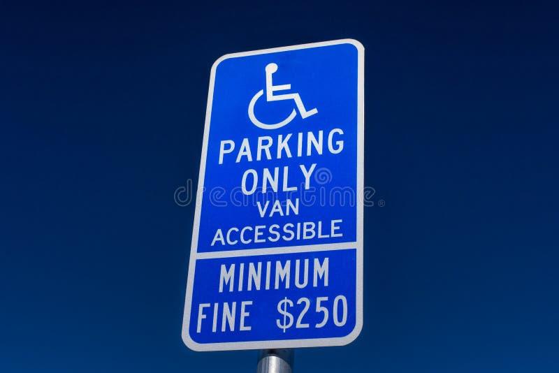 Signe handicapé de stationnement seulement photographie stock